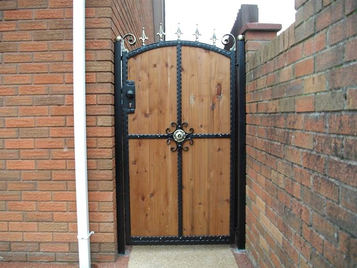 Aber wrought iron steel frame wooden single gate abertridw